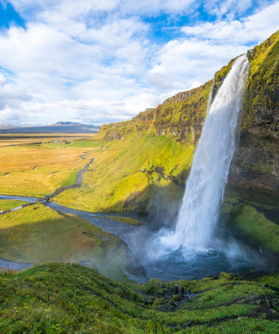 Seljalandsfoss waterfall_Iceland_555327328